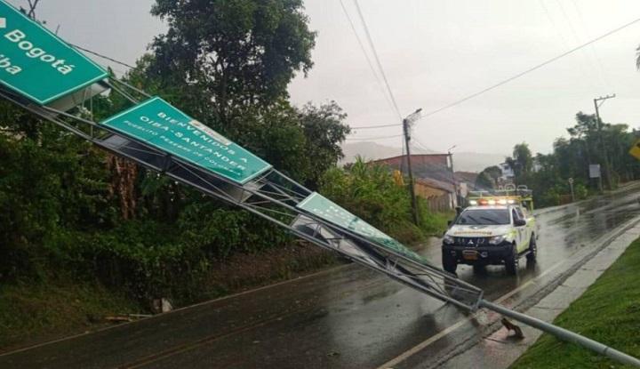 Tormenta con granizada azotó la zona sur de Santander y derrumbó árboles y señales de tránsito   Región   Santander   EL FRENTE