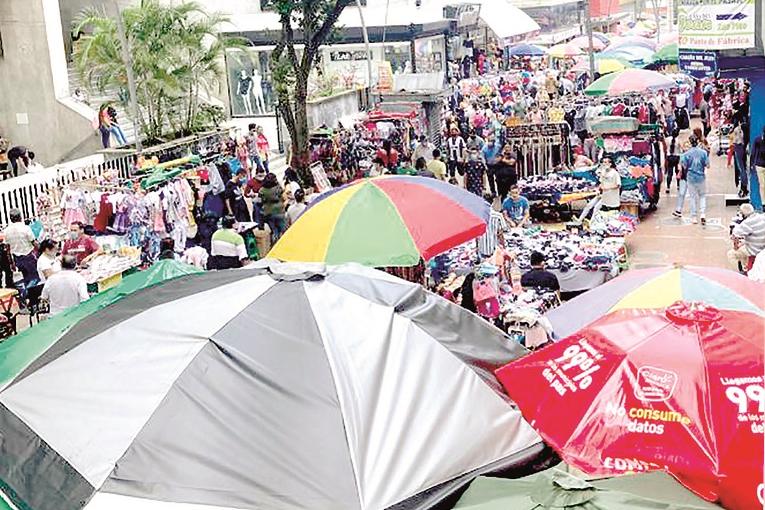 Vendedores ambulantes invadieron Calle del Comercio en Bucaramanga   Política   EL FRENTE