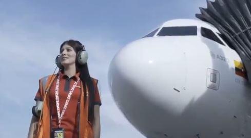 Critican a Avianca por realizar un vuelo vacío en homenaje a las mujeres   EL FRENTE