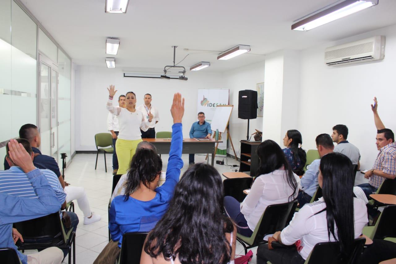 Jóvenes comprometidos con el crecimiento empresarial. Panela trabajada con legado familiar | EL FRENTE