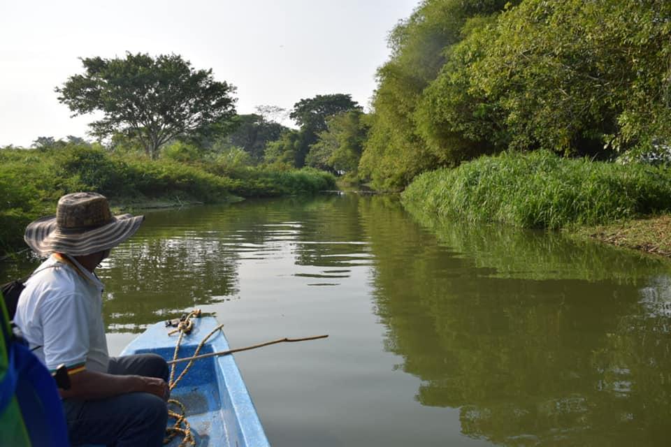 Reunión con pescadores. Descontaminarán caño para evitar mortandad de peces  | EL FRENTE