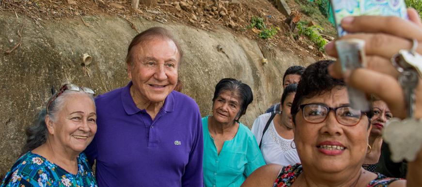 A pesar de las sanciones, Rodolfo Hernández se mantiene en las encuestas  | EL FRENTE