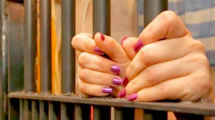 Dos meses de prisión a mujer que abofeteó a su hijo por no bañarse | EL FRENTE