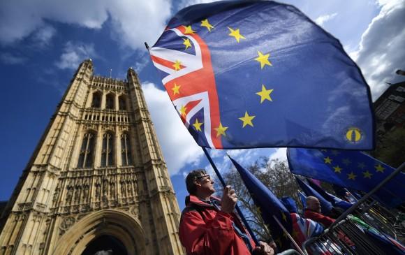 Parlamentarios piden retrasar el Brexit | EL FRENTE