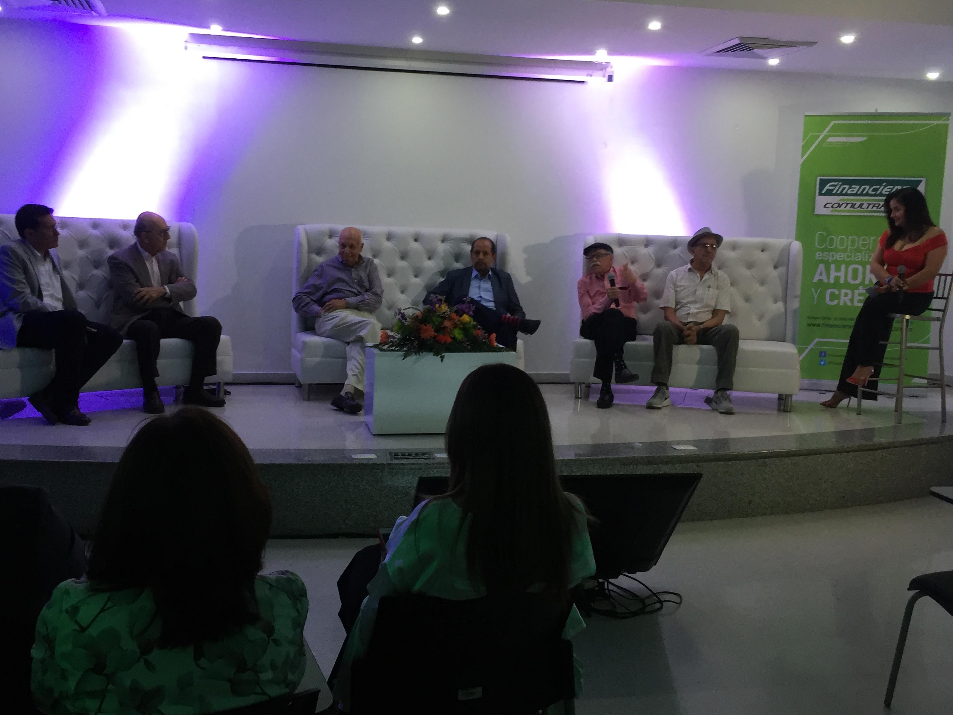 Panel histórico en Coomultrasan. 50 años de Jaime Chávez Suárez como trabajador de la empresa | EL FRENTE