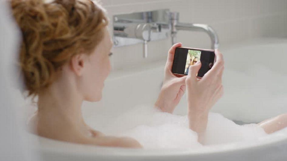 Menor de 14 años murió tras dejar caer el celular en la bañera | foto | EL FRENTE