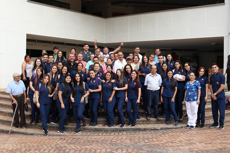 Trabajo social de estudiantes Tomasinos. Sonrisas de regalo para la comunidad  | Variedades | EL FRENTE