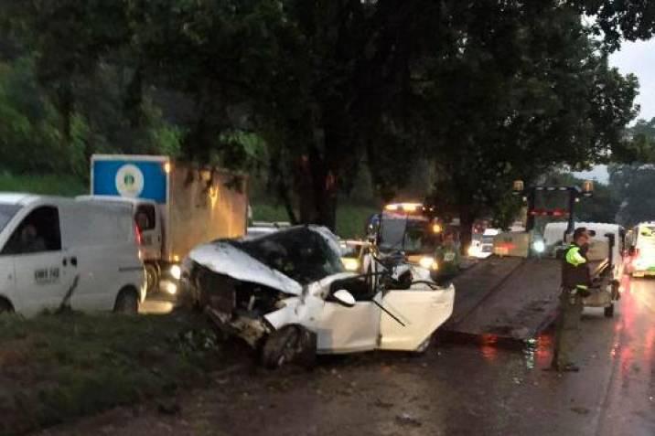 Murió mujer que chocó contra un poste el pasado 6 de abril vía a Piedecuesta   EL FRENTE