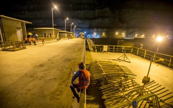 De urgencia fueron evacuados 105 trabajadores por infiltraciones de agua en Hidroituango | EL FRENTE