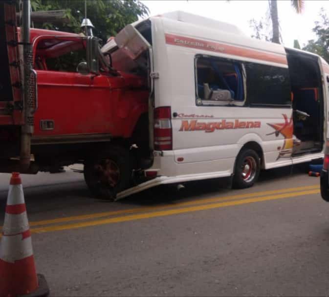 Accidente vía Barranca dejó once heridos | EL FRENTE