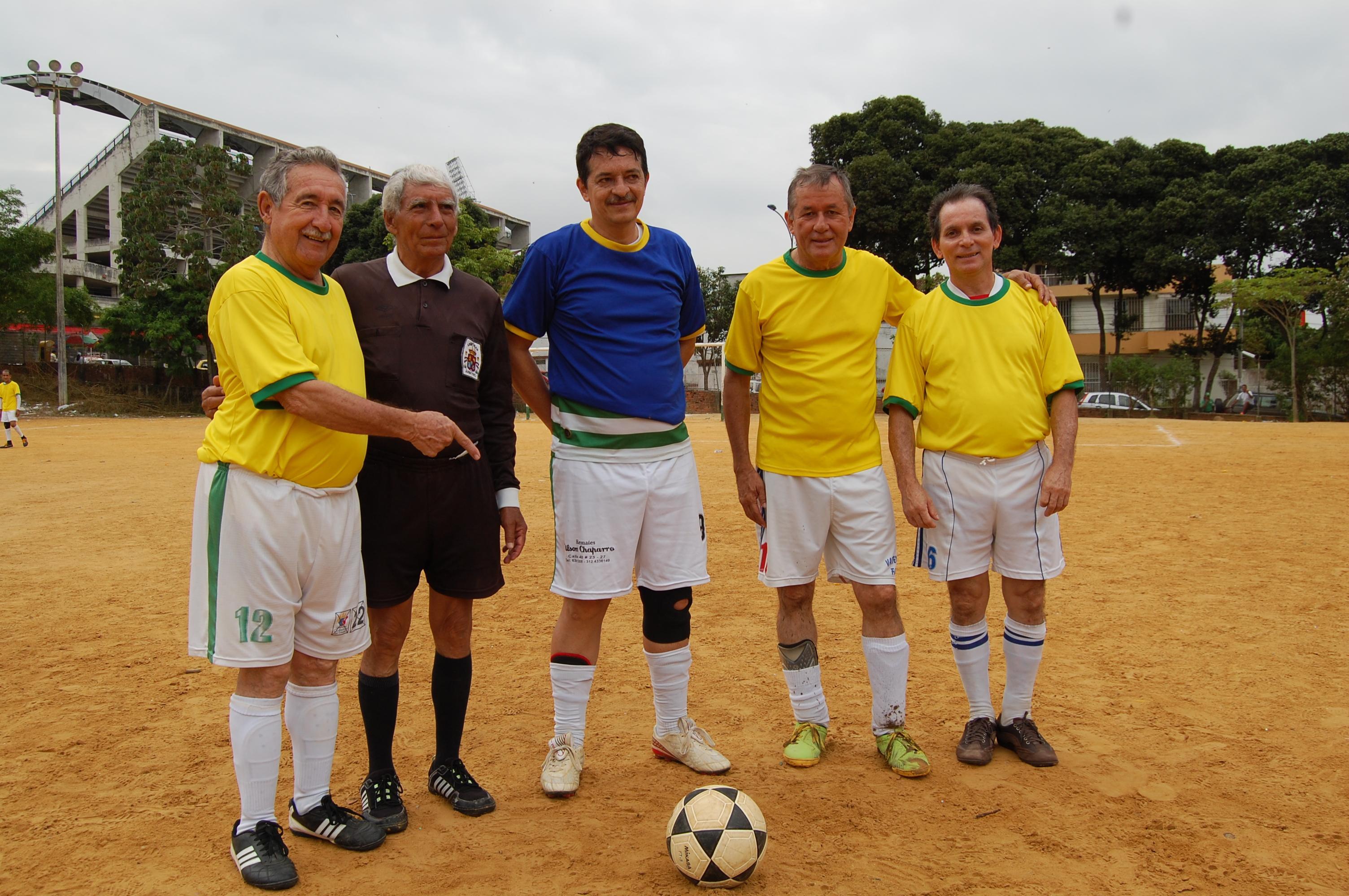 El adiós a Lino Gómez, arbitro profesional y de barriada Por: Jorge Enrique Solis/EL FRENTE   Local   Deportes   EL FRENTE