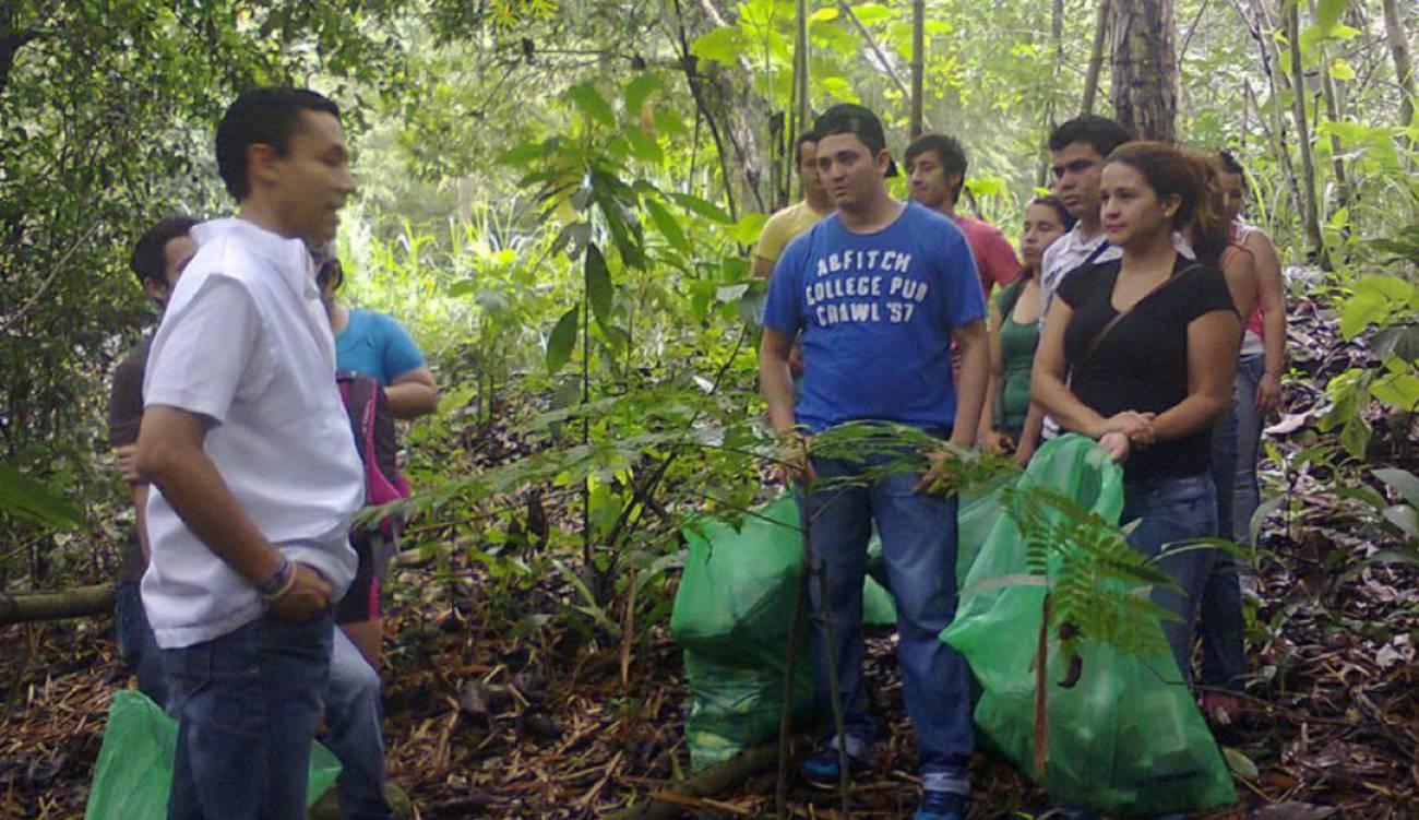 Nueva jornada de limpieza en la Quebrada El Macho   EL FRENTE