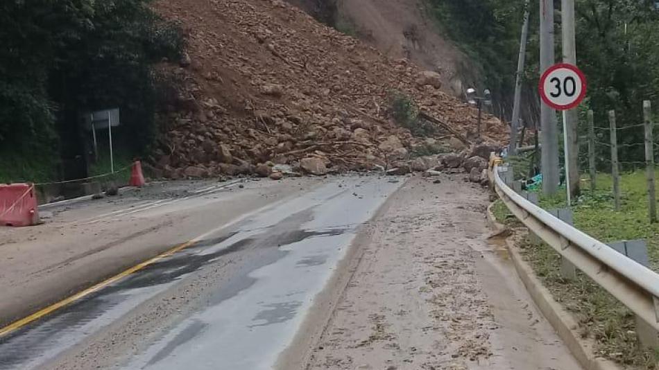 Continua con cierre indefinido vía al Llano  | EL FRENTE