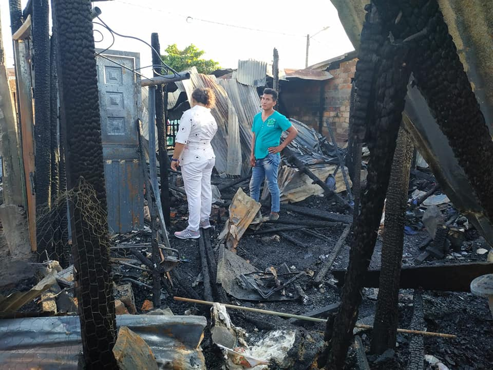 Incendio consumió tres humildes viviendas en la comuna Tres de Barrancabermeja | EL FRENTE
