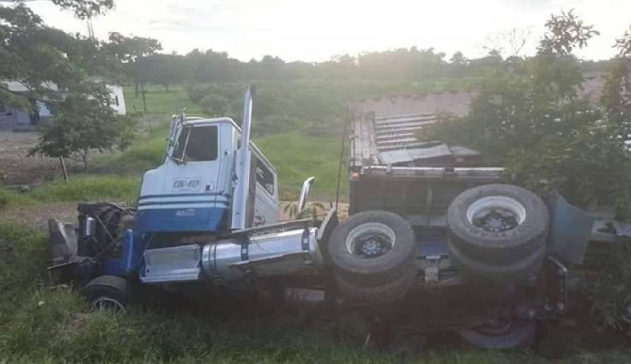 Dos integrantes de una familia murieron en accidente de tránsito vía Barrancabermeja | EL FRENTE