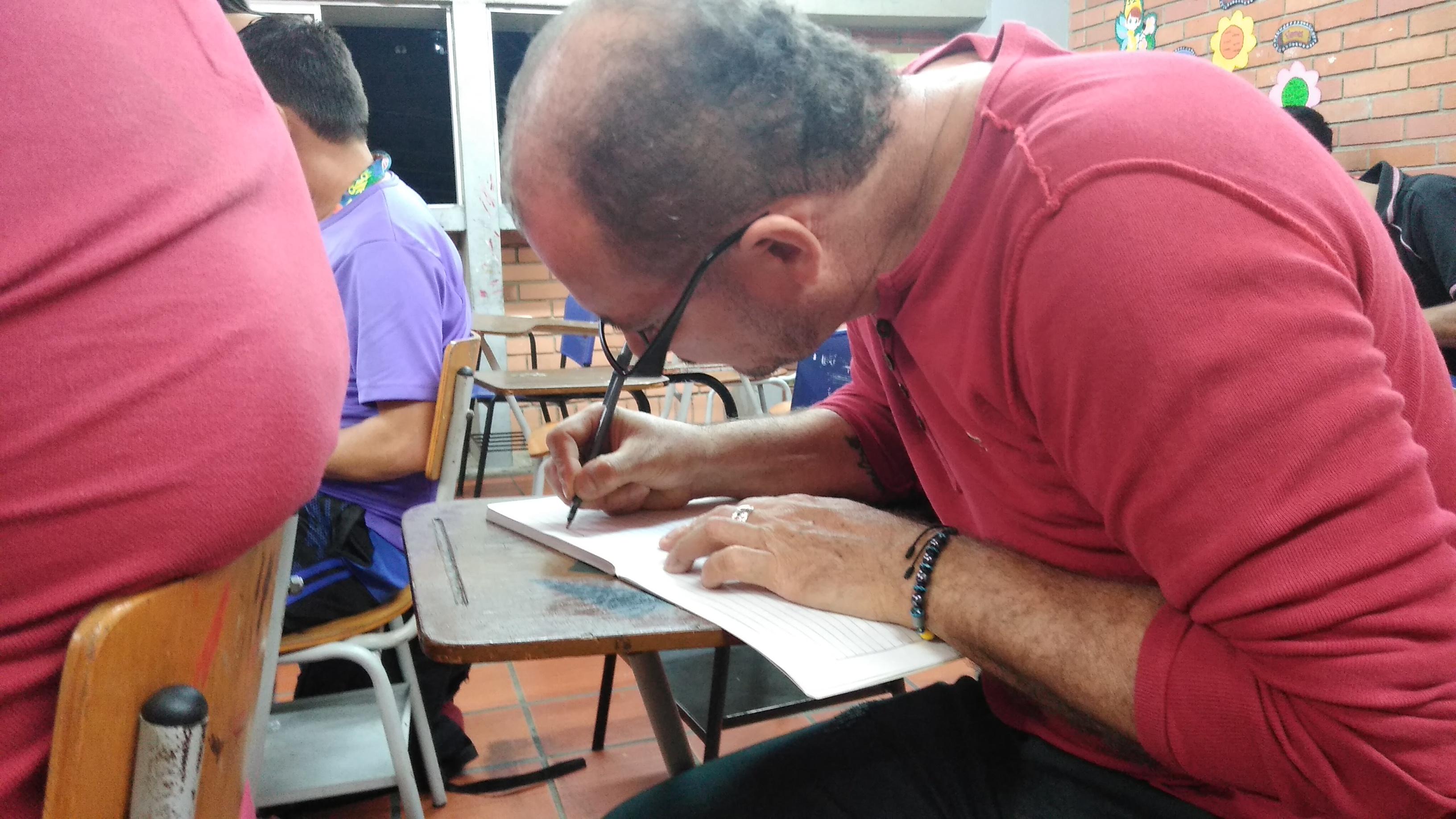 Excombatientes volvieron al colegio tras años de guerra. Cambiaron las armas por cuadernos  | Región | Santander | EL FRENTE
