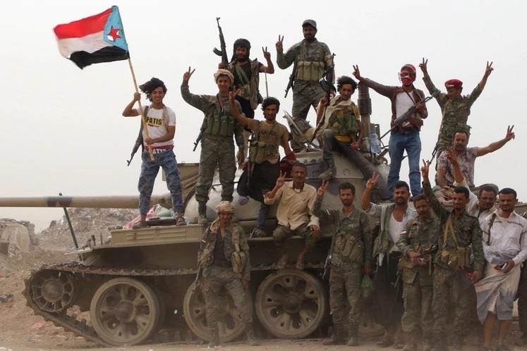 Masacre en combates entre el gobierno de Yemen y los separatistas. Al menos 40 muertos y 260 heridos | EL FRENTE