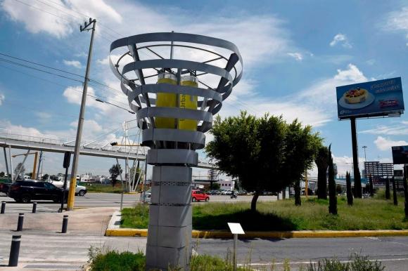 México instala árboles artificiales que absorben la contaminación | foto | EL FRENTE