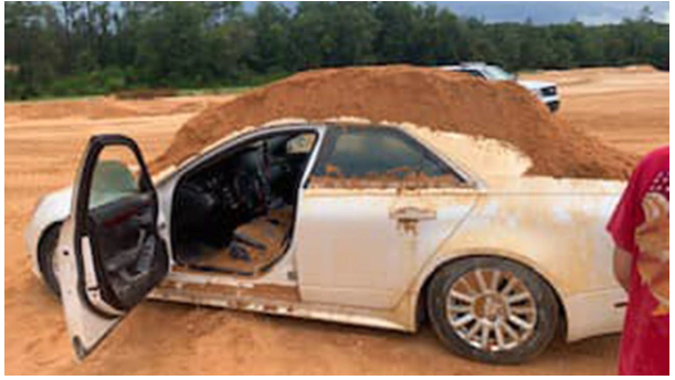 Joven atacó a su novia con una excavadora e intentó enterrarla | foto | EL FRENTE