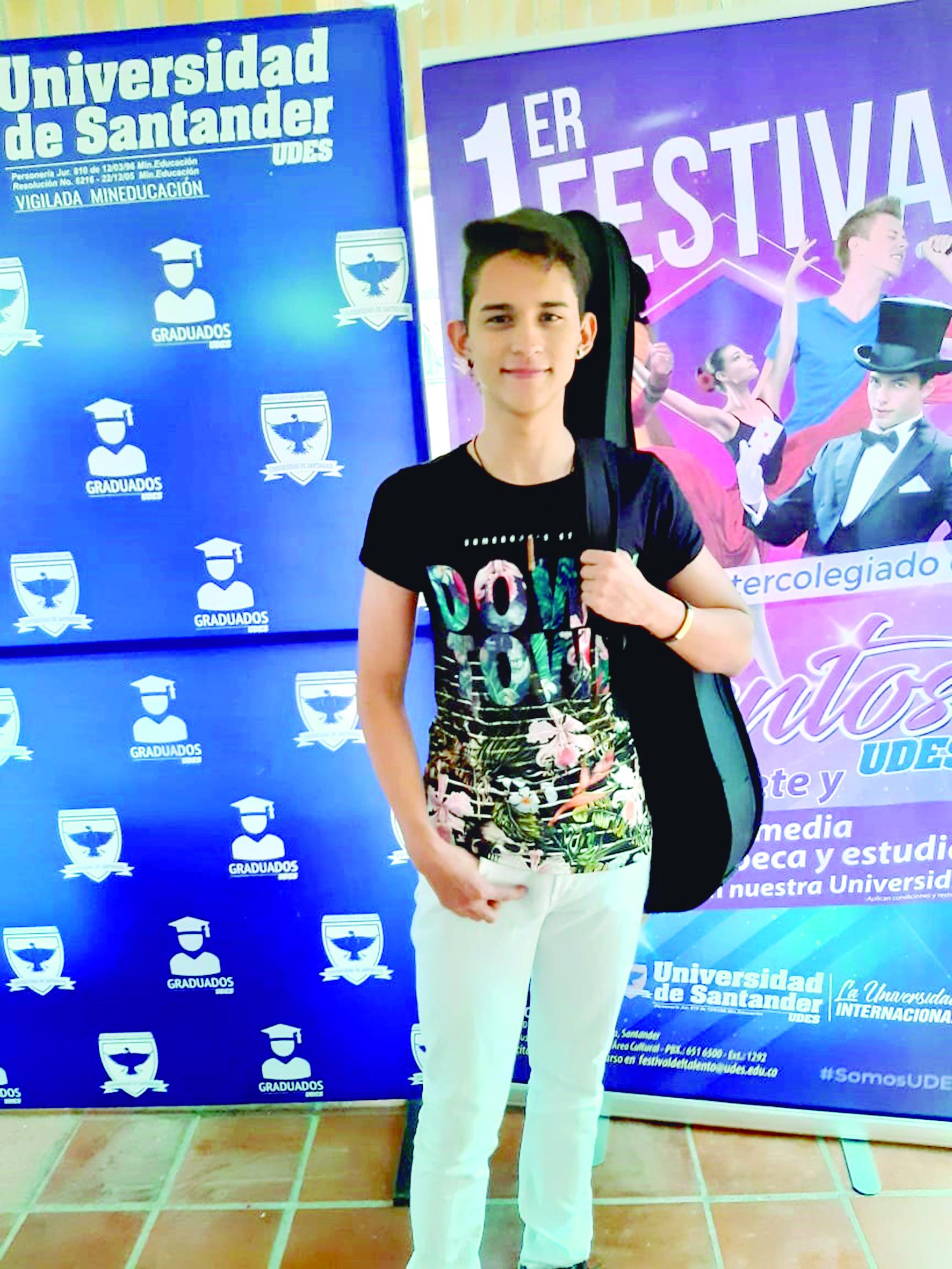 Daniel Humberto Vega Hernández, Finalista en Festival Intercolegiado de Talentos UDES | Sociales | Variedades | EL FRENTE