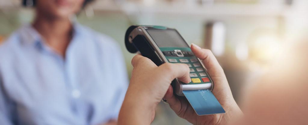 Japonés robó más de 1,300 tarjetas de crédito memorizando todos sus números | EL FRENTE