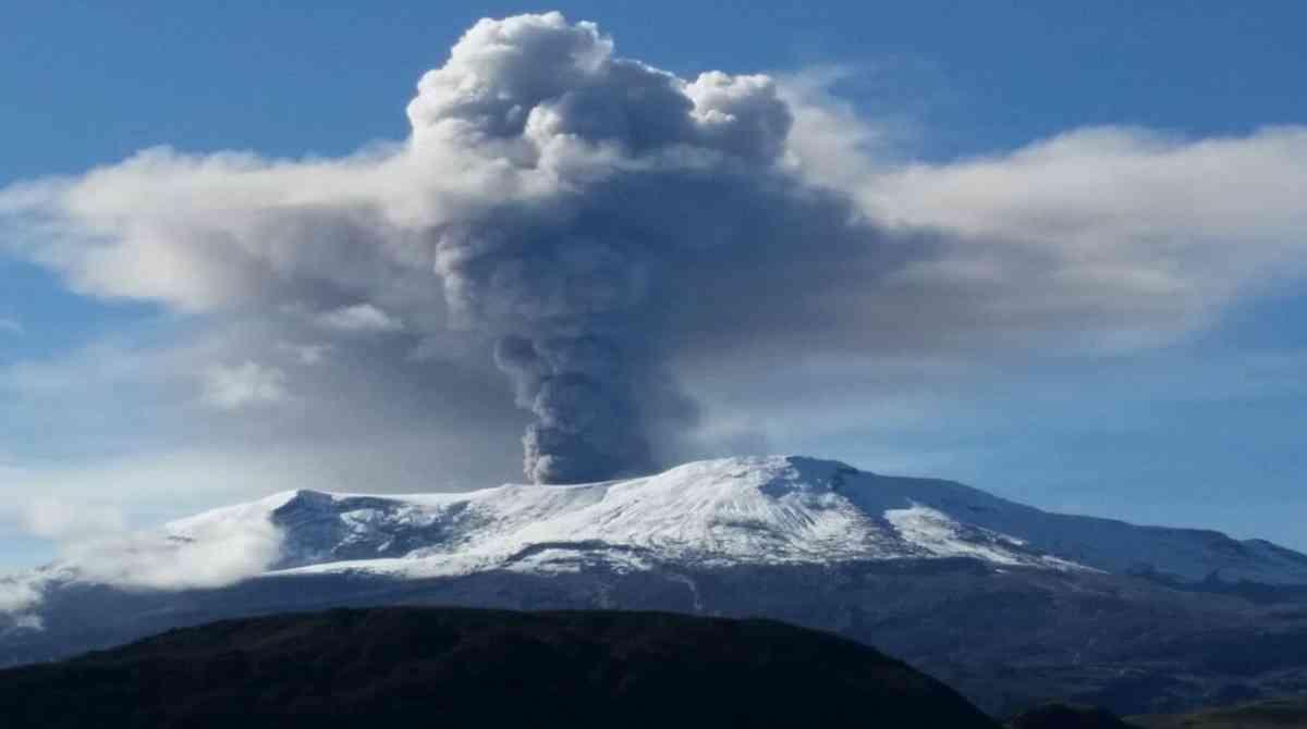 Volcán Nevado del Ruiz presenta movimientos en su interior   EL FRENTE
