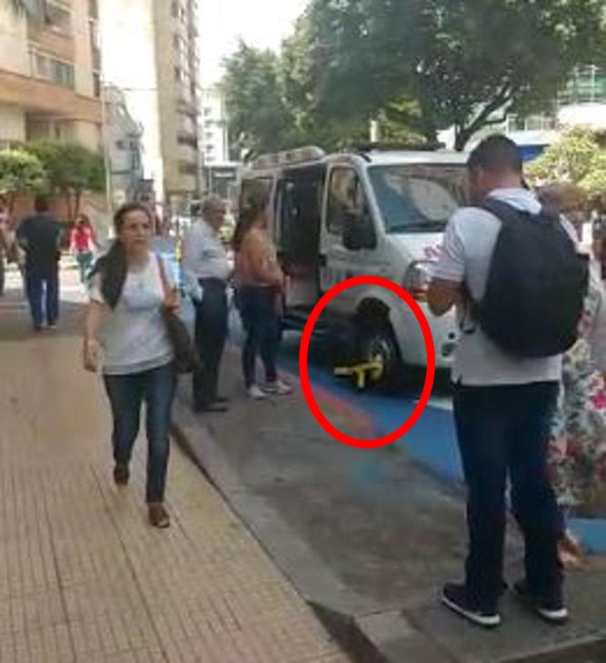 Denuncian cepo impuesto a ambulancia que estaba dejando a paciente | EL FRENTE