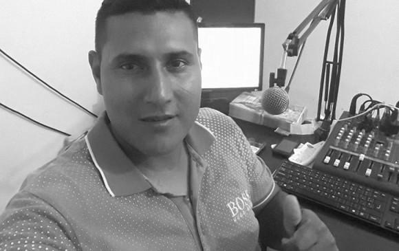 Periodista fue asesinado en su cabina de trabajo por un sicario en Tumaco, Nariño | EL FRENTE