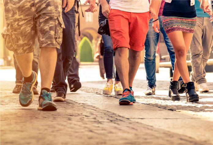 Indicador de envejecimiento acelerado. Caminar lento a los 45 años nos dice que estamos viejos | EL FRENTE