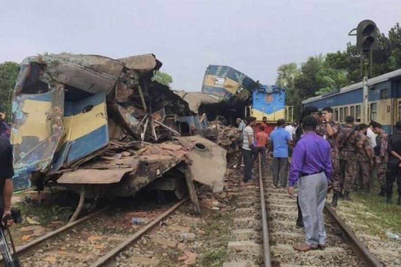 Al menos 16 muertos y 58 heridos en choque de trenes   Noticias   Mundo   EL FRENTE