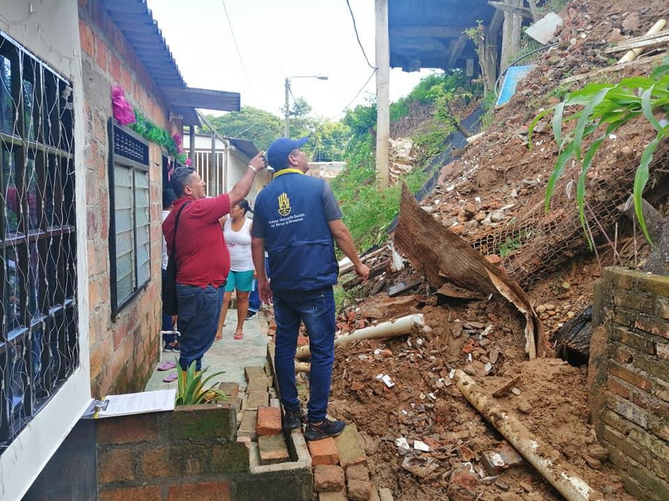 BREVES PORTEÑAS: Familias evacuadas por deslizamientos | Santander | EL FRENTE