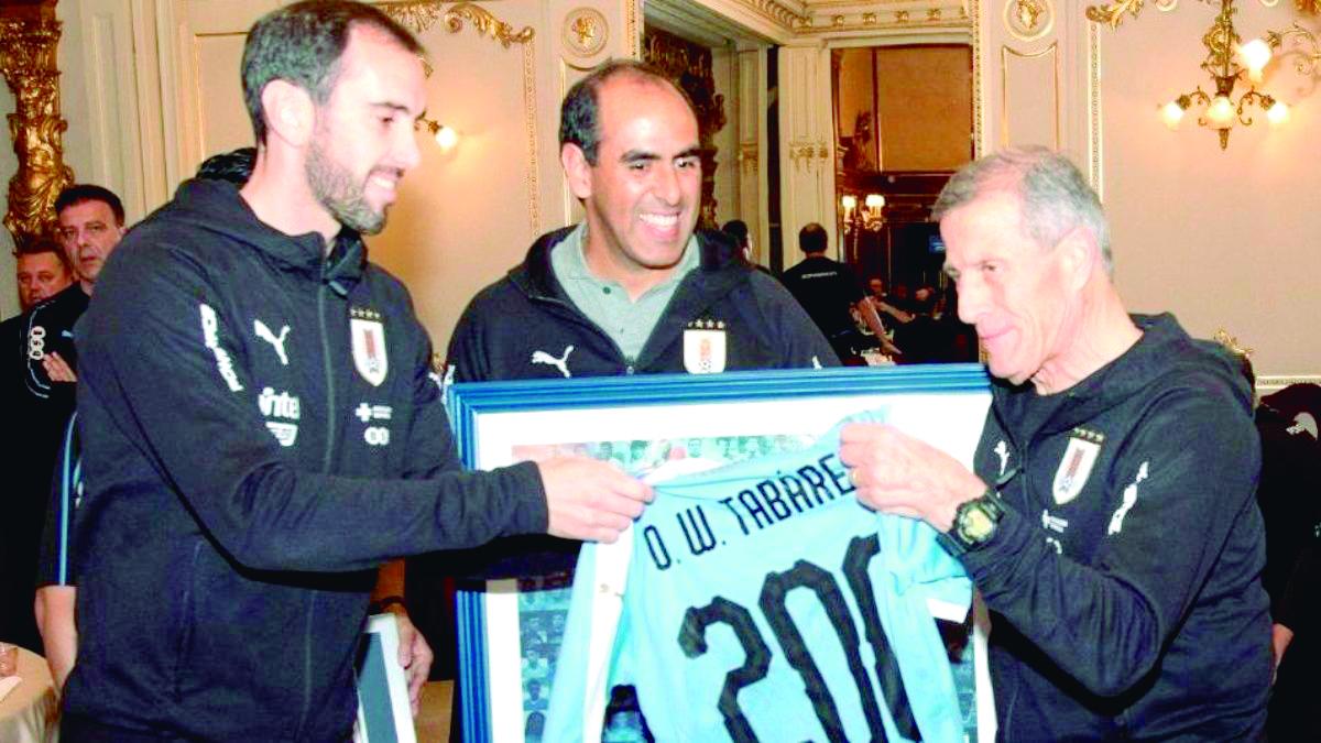 Oscar Washington Tabárez recibió Récord Guiness  | Internacional | Deportes | EL FRENTE