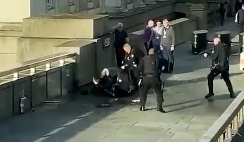 Policía mata a sospechoso de haber acuchillado a varias personas | EL FRENTE