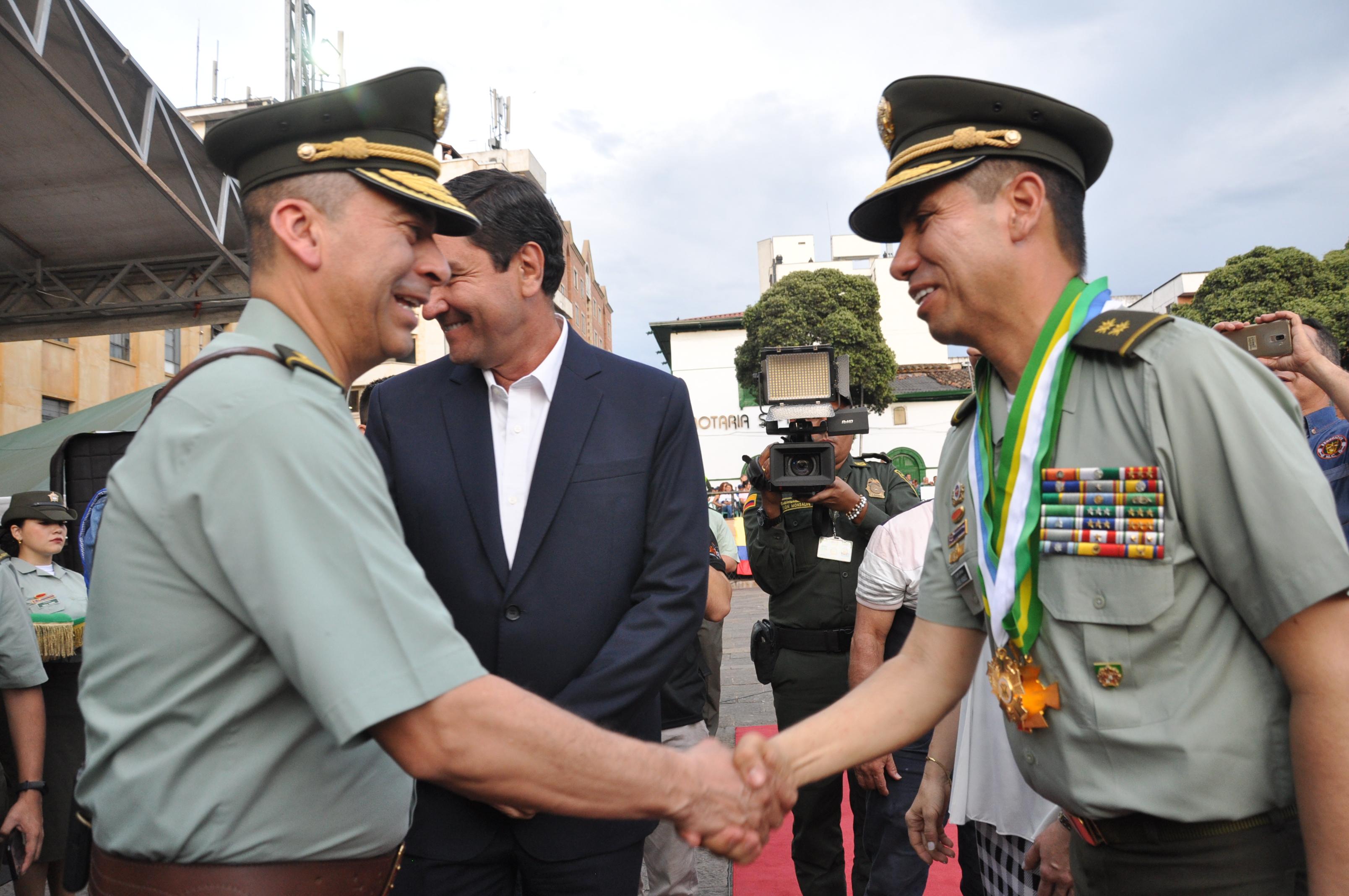 General Luis Ernesto García asumió comandancia de la policía del área metropolitana de Bucaramanga | Bucaramanga | Metro | EL FRENTE