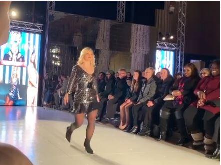 Modelo con síndrome de Down triunfa en la semana de la moda en Nueva York    EL FRENTE