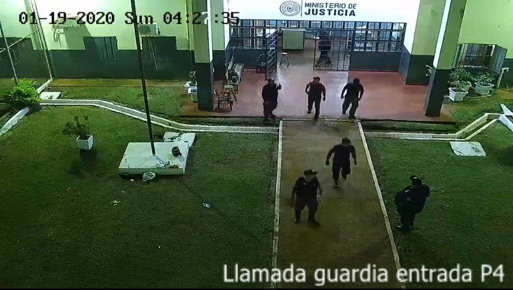 Guardias ayudaron a que 76 presos escaparan | foto | EL FRENTE